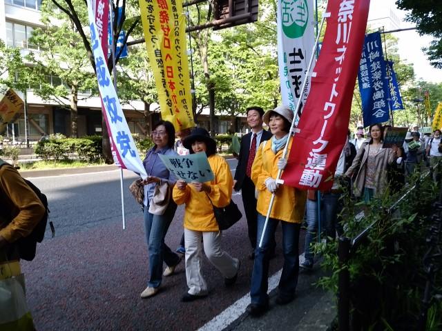 稲毛公園から川崎駅周辺をデモ行進